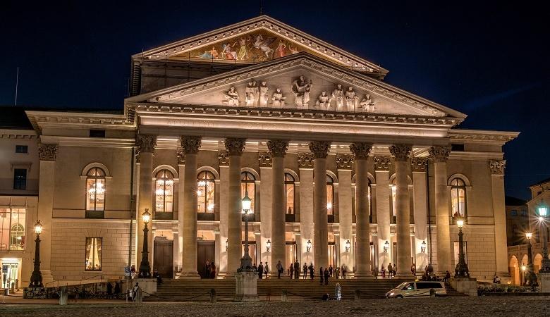 Nationaltheater München bei Nacht
